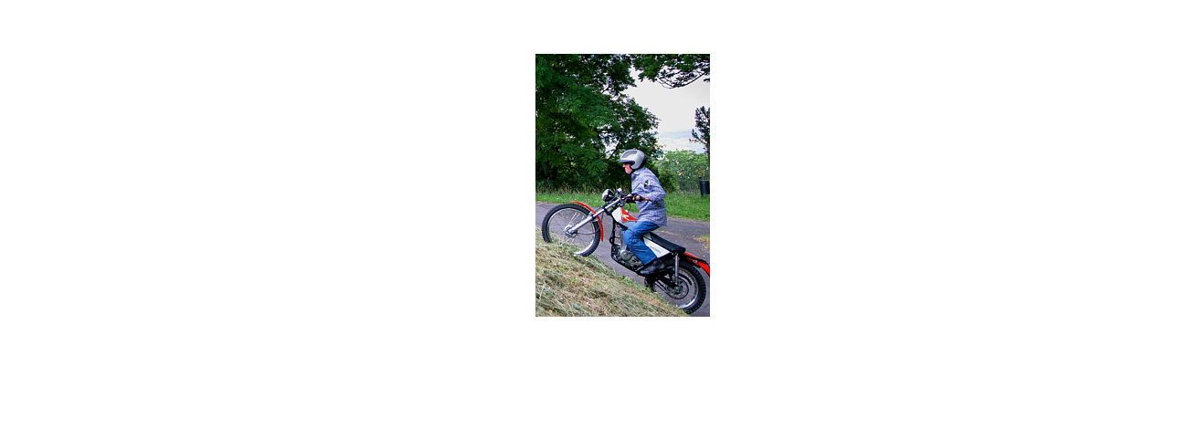 Prof mit Motorrad